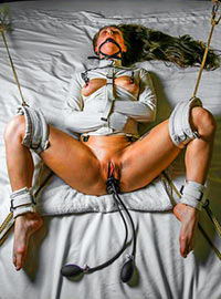Girl in straitjacket tortured in the New York mental hospital