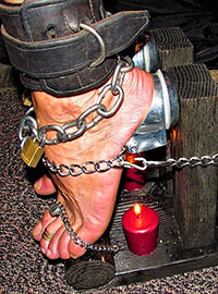 This homemade device makes even true bastinado lovers scream and dance because a candle sets fire to gunpowder