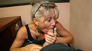 Mature woman eats the cock
