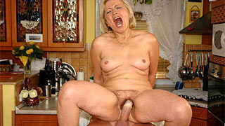 Mature woman had ridden the guy's cock