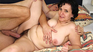 The horny guy started screwing mature woman