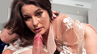 Mature woman loves sucking cock
