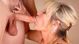 Mature woman drain the last drops of cum out of her lover's cock