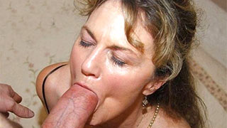 Mature woman kissed the head of the cock