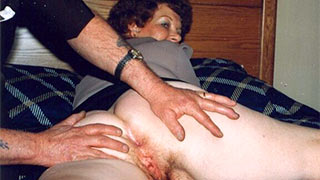 Mature woman showing her cunt and asshole