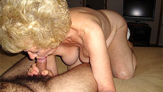 Mature woman felt the prick jerk in her mouth