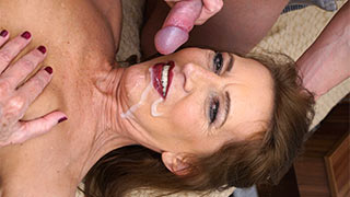 Hot jism squirted  onto mature woman's face