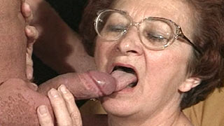 Granny woman gives a blowjob