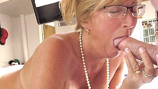 Mature woman takes the cock in her mouth