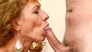 Mature woman sucked of the guy's cock