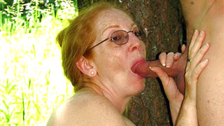 Mature woman tasted the heat of the guy's cock in her mouth