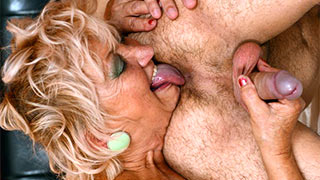 Granny woman finger fucked the ass and licked the asshole