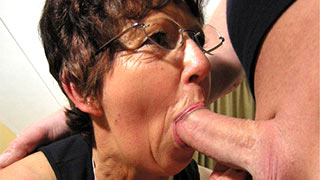 Mature woman sucked the prick as hard as she could