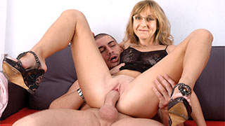 Mature woman fucked spreading her legs wide