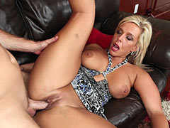Shaved pussy milf hardcore with cumshot